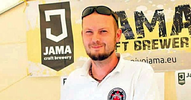 Žena uverila, že idem variť pivo, až keď sa na sporáku varila voda, hovorí s úsmevom Martin Lučko.