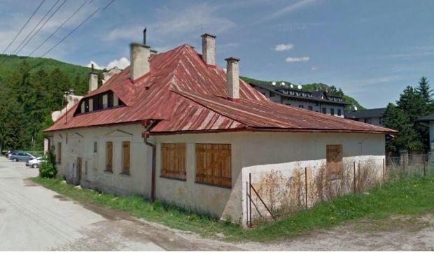Budovu, ktorá slúžila pre lesnú správu, by na pivovar mali začať prestavovať už na jar. Snímka: Google