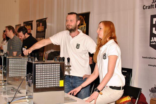 Štyri druhy piva ponúkal aj Martin Lučko z Jama Craft Brewery.