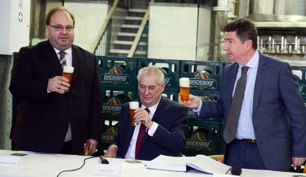Prezident Zeman na oficiálnej návšteve pivovaru Radegast.