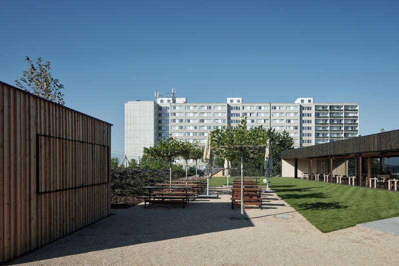 Spojovna, Praha, architekti