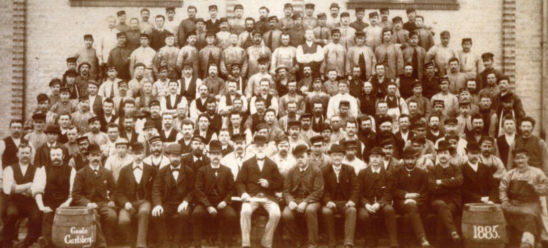 Zamestnanci pivovaru Carlsberg v roku 1885.