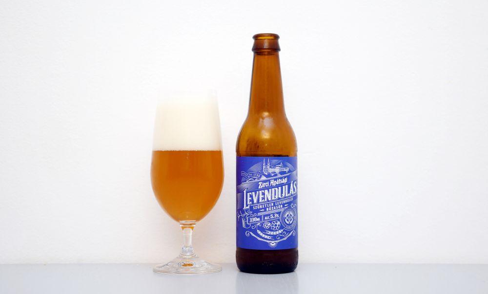 Maďarské pivo s názvom Levandulás.